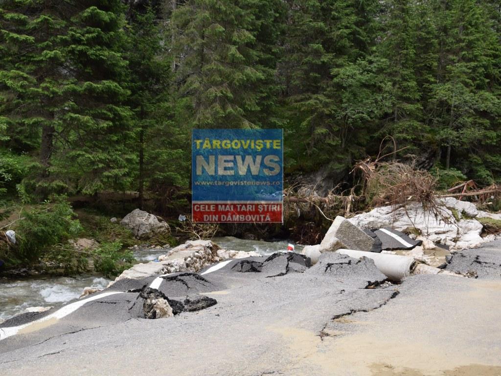 Ultima oră! Turiști blocați la pensiunile din Bucegi, din cauza drumurilor pline de aluviuni