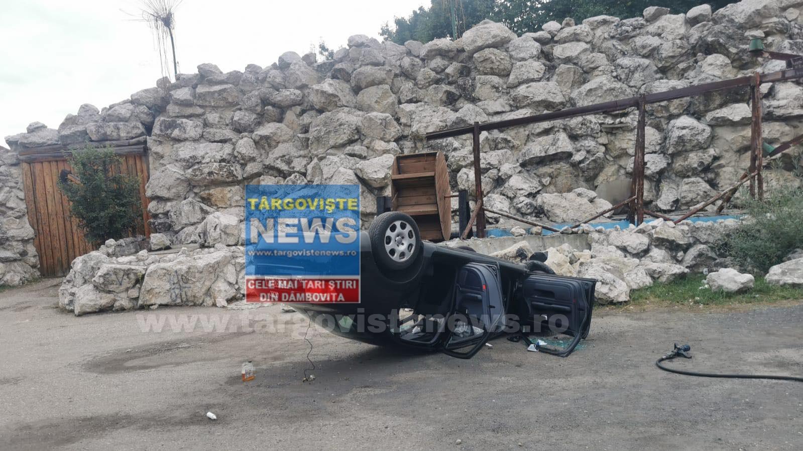 ACUM – Un şofer s-a răsturnat cu maşina în faţa hanului de la Dragodana