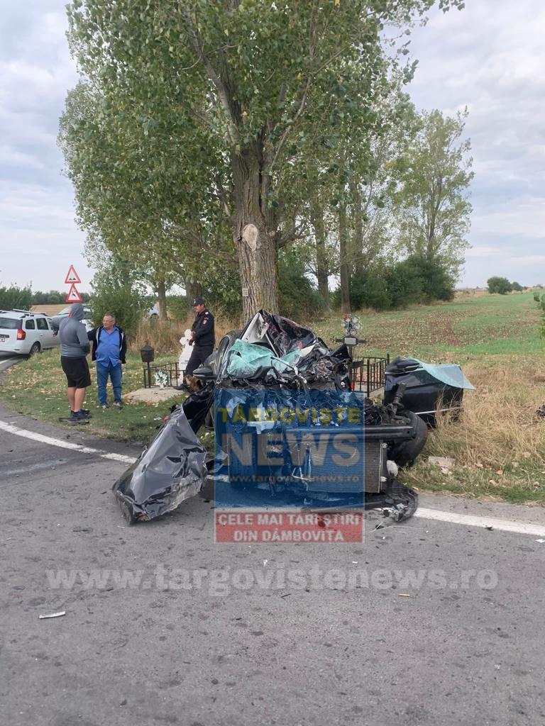 Imagini cumplite în Prahova. O maşină s-a transformat într-un morman de fiare după ce a intrat într-un tir
