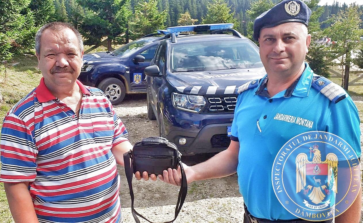 Un turist şi-a pierdut borseta cu acte şi bani, pe drum, în Lunca Padinei. A avut mare noroc cu jandarmii montani