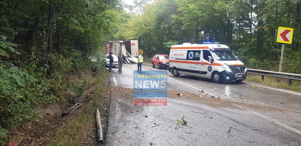 Impact violent între 3 tiruri, la Dragodana! Doi șoferi au fost răniți