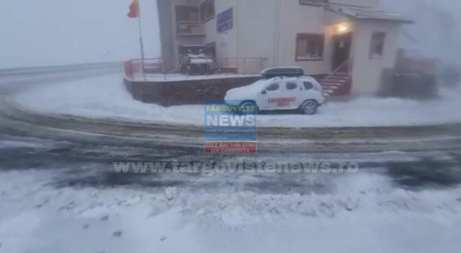 ACUM – Ninge viscolit pe Transfăgărăşan. La Cota 2000, s-au depus 10 cm de zăpadă şi sunt -4 grade