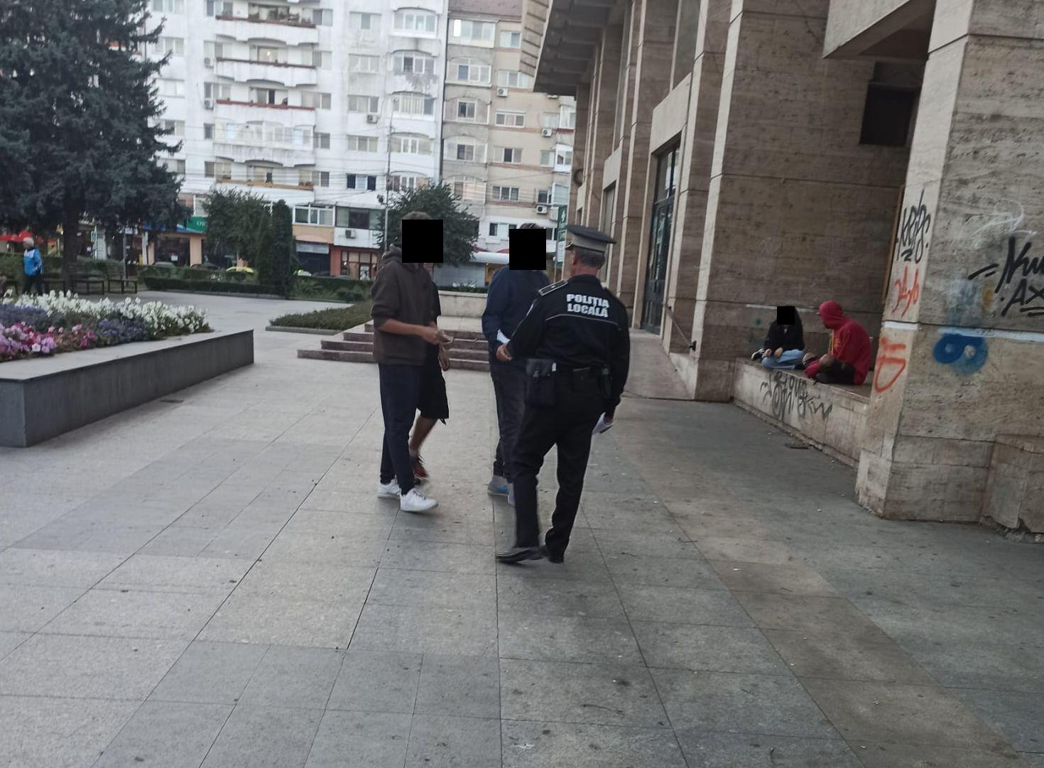 Tânăr de 19 ani, prins de poliţiştii locali cu un briceag şi cu spray lacrimogen asupra sa, într-un parc din Târgovişte