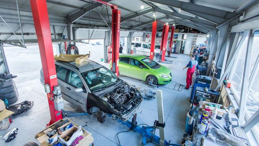 Service-urile auto, în vizorul inspectorilor de muncă. Ce nereguli au găsit