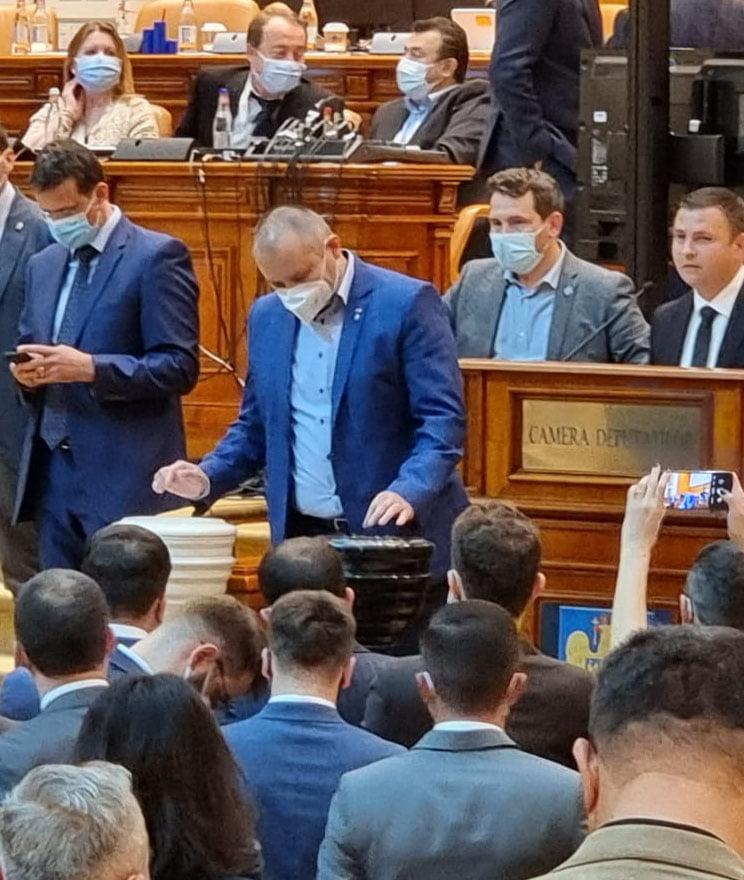 """Deputatul Daniel Blaga: """"Am votat la vedere, deschis și onest, pentru un nou guvern"""""""