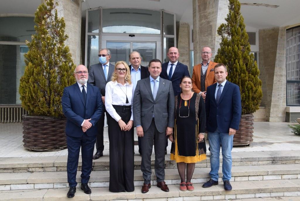 Arhitecții-șefi ai județului Dâmbovița, premiați de președintele CJD, Corneliu Ștefan, de Ziua Mondială a Arhitecturii